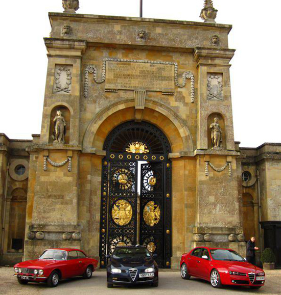 Alfas In front of the Flagstaff gate at Blenheim